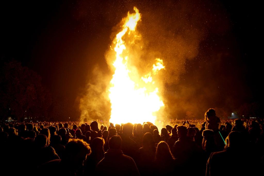 Guy fawkes bonfire battersea park
