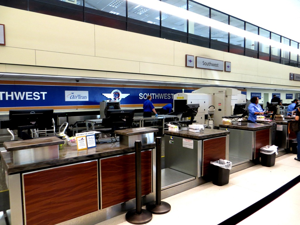 MSY North Terminal - Airline Counter